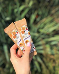 Эко-батончик злаковый с жмыхом абрикосовой косточки, клюквой и медом 45г ROS